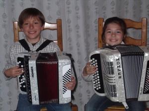 Cours d'accordéon à Narbonne : Deux jeunes élèves