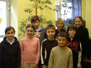 Quelques élèves du Centre Musical, suivant des cours de musique pendant l'épidémie.